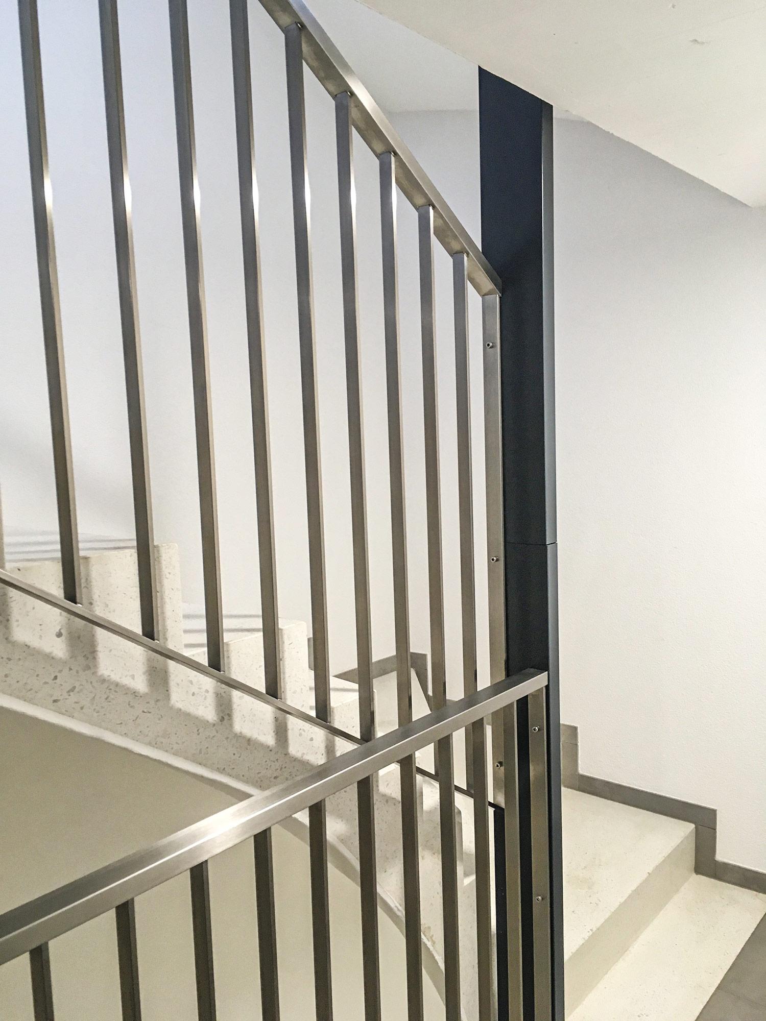 Barrière en acier-inox cage d'escalier